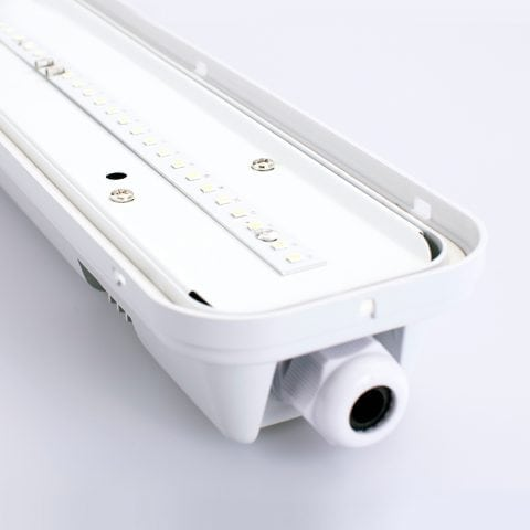 emLight IP65 Batten 02